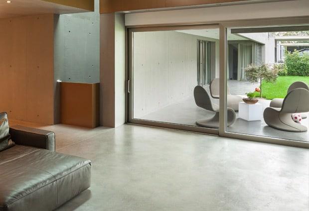 Gegoten vloer met betonlook