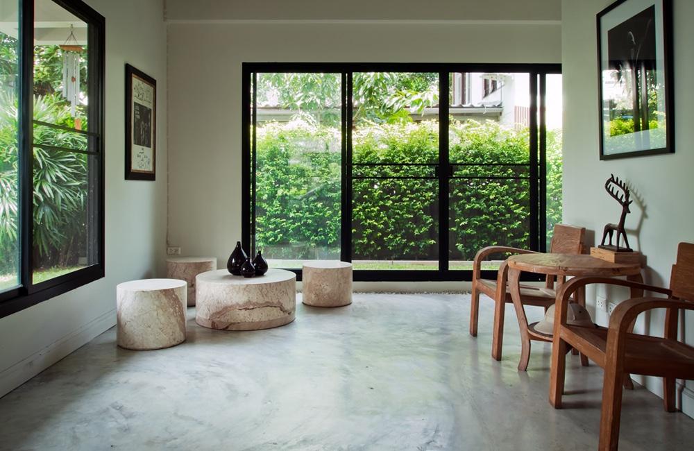 Betonvloer in de woonkamer inspiratie realisaties - Interieur moderne inspirant piliers en beton ...